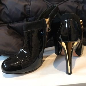 BCBGMAXAZRIA Patent leather glossy ankle boots